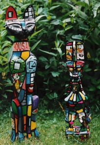 Bunt Bemalte Holzskupturen