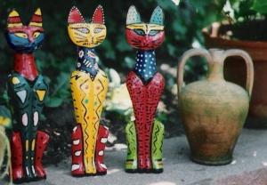 Holzkatzen: Happy cats painted by Christian Kastner