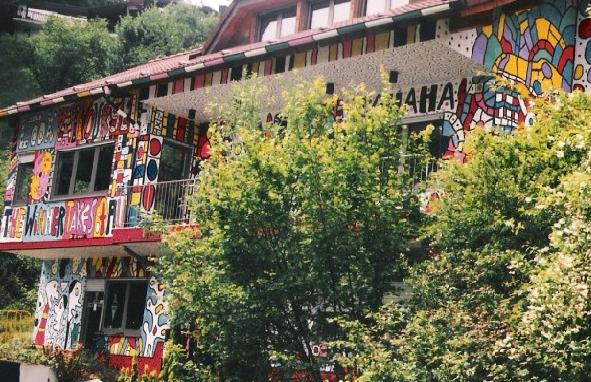 Streetart Deutschland bunte Hausbemalung
